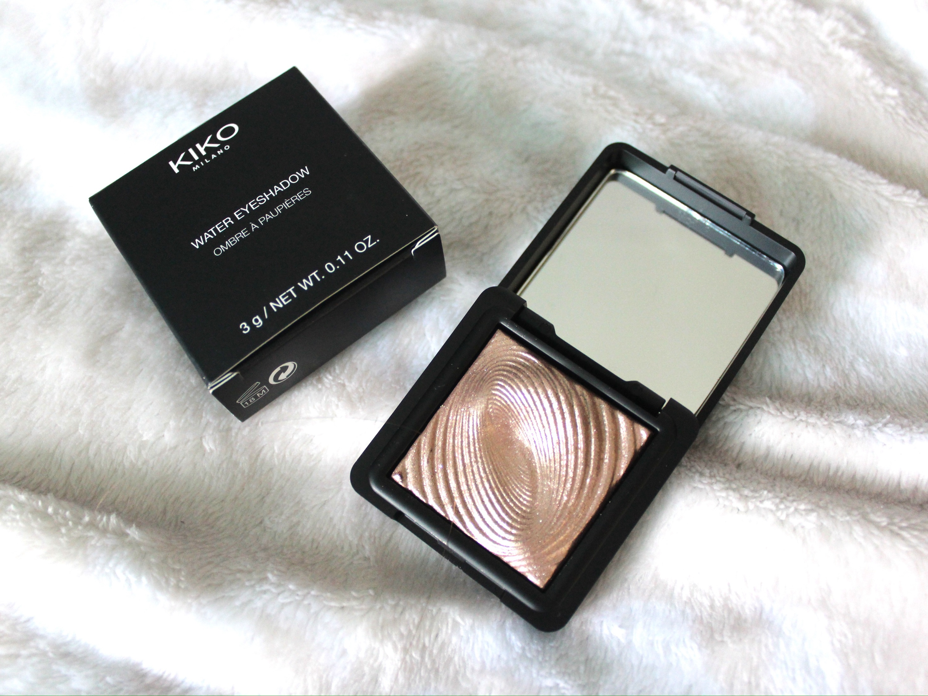 KIKO water eyeshadow in a gold shade